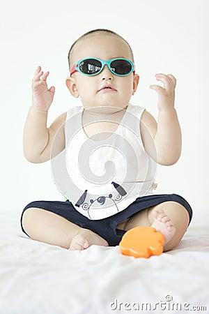 一个可爱的婴孩