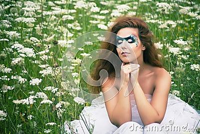一名美丽的妇女的表面艺术纵向