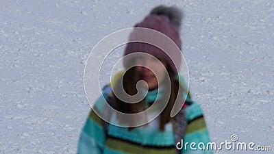 下坡非职业滑雪者女孩 影视素材