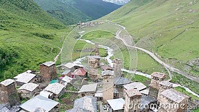 下查扎什城堡塔和Mt山脚下的乌什古利村 什卡拉 风景如画,美丽 岩石 影视素材