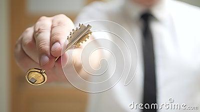 不动产房地产经纪商给钥匙公寓所有者 影视素材