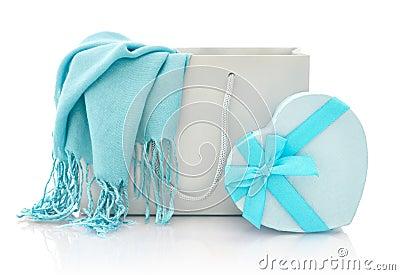 与礼物盒的购物袋