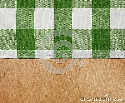 与绿色方格花布桌布的木表