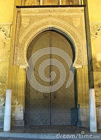 中世纪清真寺门在科多巴