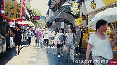 中国陕西省西安,2019年6月13日 西安惠民街是西安著名的美食文化区和小吃 影视素材