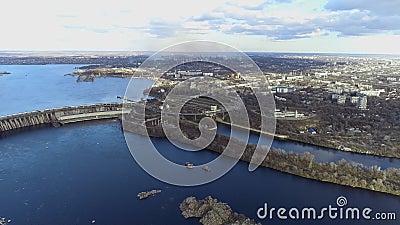 乌克兰扎波罗热州空中水电站 扎波罗热市的一座大坝 大坝空景 股票视频