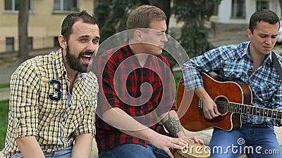 乐团在街道执行歌曲 股票视频