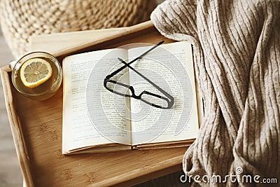 书和毛线衣
