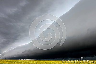 云彩令人毛骨悚然的伊利诺伊架子