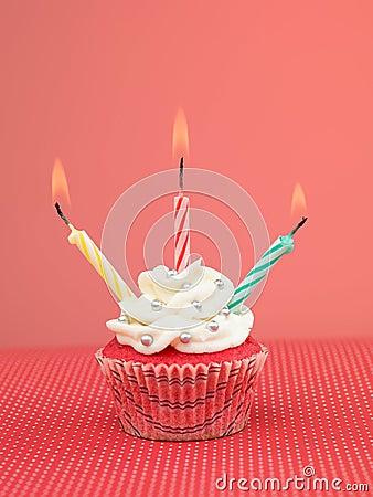 五颜六色的松饼蜡烛