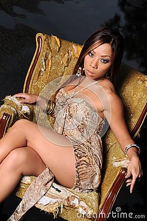 亚裔美丽的妇女