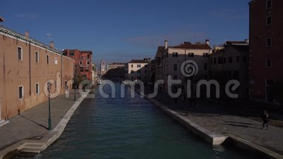 从桥上看威尼斯,鸟飞 影视素材