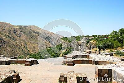 从Garni寺庙的视图