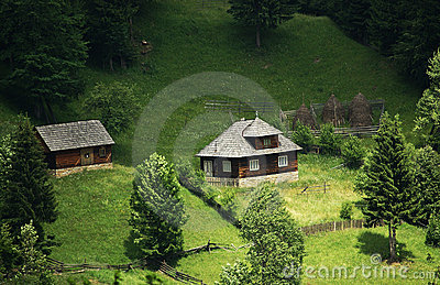 传统房子的山