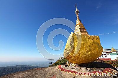 佛教金黄缅甸朝圣岩石站点