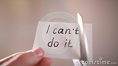使用剪刀的人去除词不可能读我能做它自已信仰的概念 股票录像