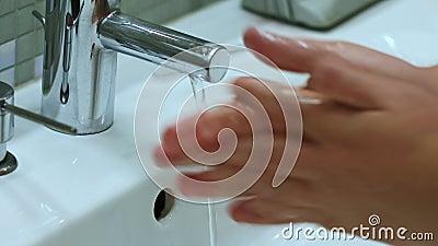 保护健康免受冠状病毒COVID-2019洗手 影视素材