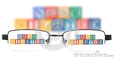 信件阻拦拼写近看见与一副眼镜。