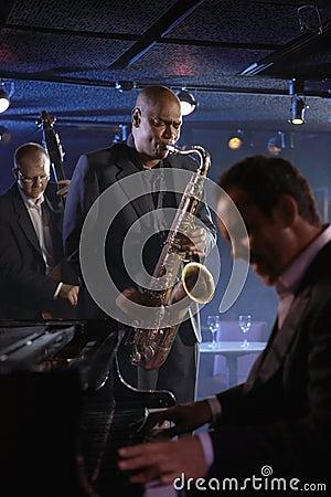 俱乐部的爵士乐音乐家