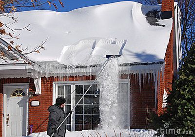 倾斜屋顶雪