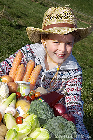 儿童收获蔬菜