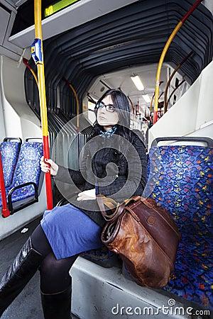 公共汽车妇女