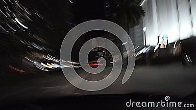 具有运动模糊光效果的夜街录像 股票录像