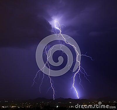 典雅的闪电