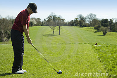 准备的高尔夫球运动员