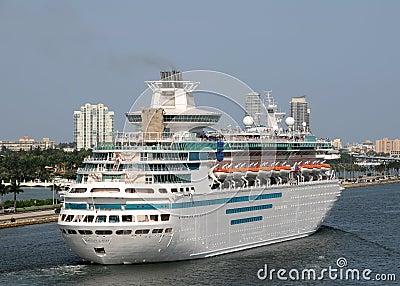 加勒比cruiselines雄伟皇家海运 编辑类库存图片