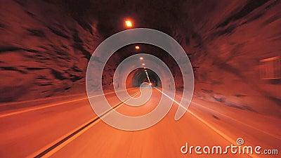 加速通过隧道 股票录像