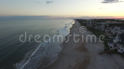 北部Topsail的海滨别墅和公寓房沿海地带鸟瞰图靠岸, NC 股票录像