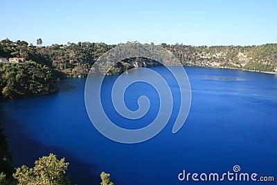 南澳洲蓝色gambier的湖mt