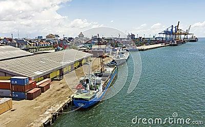 印度尼西亚makassar端口 编辑类库存照片