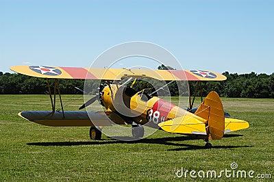 双翼飞机ii黄色 编辑类库存照片