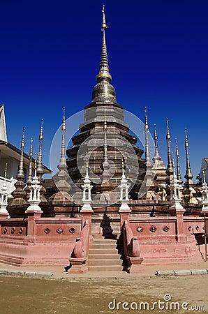 古铜色stupa,泰国