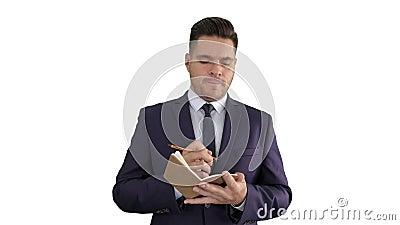 商人在白色背景上写下想法并填写清单 股票录像