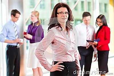 商人或小组在办公室
