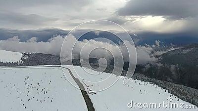 喀尔巴阡山脉的雪山公路 影视素材