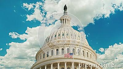 国会大厦大厦的圆顶在华盛顿特区, 云彩在大厦即刻地浮动 Timelapse录影 股票录像