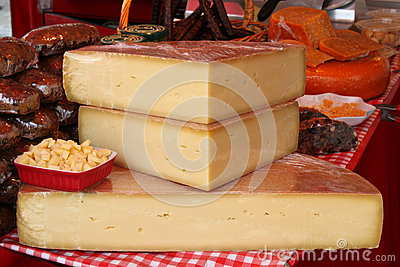 在农夫的市场上的乳酪