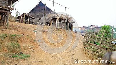 在土产当地部族Akha部落村庄, Pongsali,老挝的马