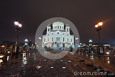 在圣徒蓬蒿的大教堂的晚上视图在莫斯科,俄国