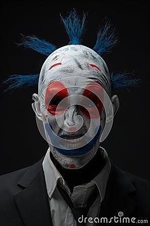 疯狂演播室01_小丑疯狂的蛇神红色蓝色在夹克演播室.