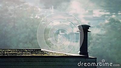 在屋顶的抽烟的出气孔早晨 影视素材