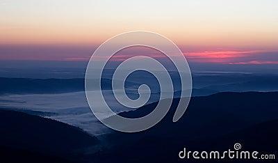 在山的日出