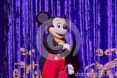 在晚礼服的米老鼠 编辑类库存图片