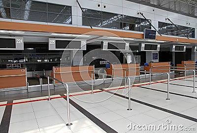 在机场登记逆