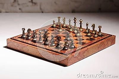 西洋棋棋子的图片在棋枰的.图片