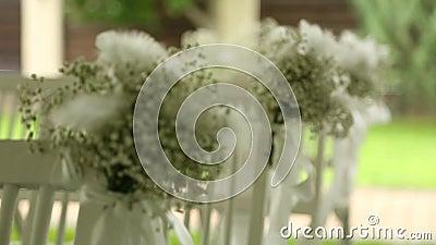 在椅子的婚礼装饰 股票视频